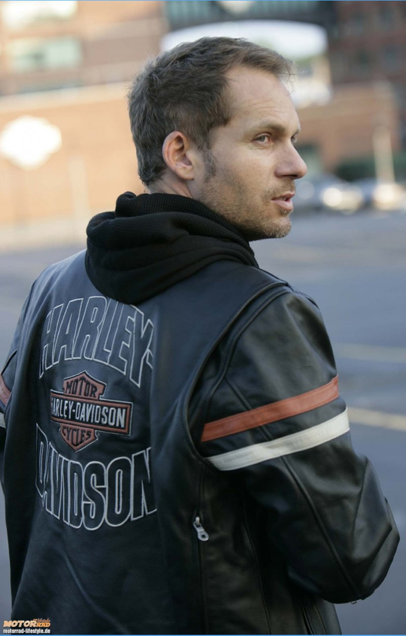 http://www.lightboutique.com/vent/vetement/harley_davidson/Homme_cuir/Enthusiast%203-in-1%20Leather%20Jacket/800-ride-in-perfect-harley-style-2-1221121916.jpg